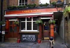 Bar d'agneau et de drapeau Photo stock