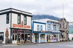 Bar da cebola vermelha, acampamento Skagway nenhum 1 e lojas de joia em Skagway Alaska foto de stock