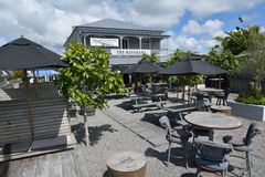 Bar da vila na cidade Nova Zelândia de Matakana Foto de Stock