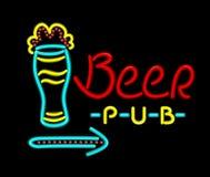 Bar de bière d'enseigne au néon sur un fond noir Images libres de droits