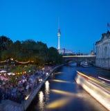 Bar de brin sur le fleuve de fête, Berlin images libres de droits