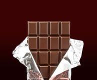 Bar de chocolat avec le cache ouvert photographie stock