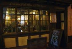Bar de Exeter com o cliente no inverno imagem de stock