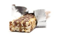 Bar de granola enveloppé images stock