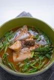 Bar de mer chaud et aigre de soupe photos libres de droits