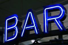 Bar de publicité au néon bleu Image stock