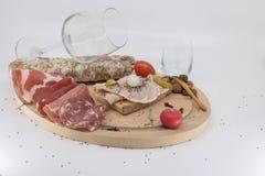 Bar de vinos, tapas, cosecha de la uva y vino y charcuterie del Beaujolais nuevos imágenes de archivo libres de regalías