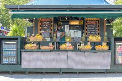 Bar de zumos colorido en Montreal Canadá Imagenes de archivo