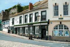 Bar för amiral Macbride i Plymouth, vakttorn, Devon, Förenade kungariket, Maj 3, 2018 arkivbild