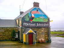 Bar för Michael John ` s i det Donegal området, Irland royaltyfri bild