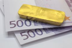 bar of gold and 1000 Euros Royalty Free Stock Photography
