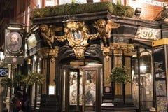 Bar inglês bonito o Salisbúria no jardim Londres Reino Unido de Londres Covent fotos de stock