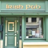 Bar irlandês, vista frontal fotografia de stock