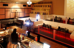 Bar lumineux de nuit Photographie stock libre de droits