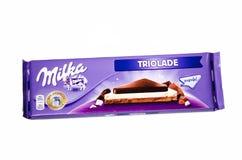 Bar Milka triolade czekolada odizolowywająca na białym tle fotografia stock