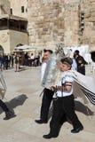 Bar Mizwa-Zeremonie an der Klagemauer in Jerusalem lizenzfreie stockfotos