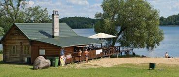 Bar rural do banho e da cerveja no Sandy Beach Imagens de Stock Royalty Free