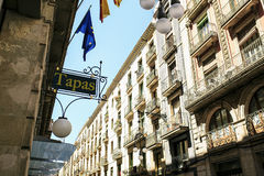 Bar tapas in Barcelona wordt gesitueerd dat royalty-vrije stock foto