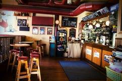 Bar tradicional da cerveja do czeck em Tampere, Finlandia Fotos de Stock