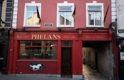 Bar typique dans Kilkenny du centre, Irlande Photographie stock