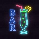 Bar- und Cocktailneonemblem Auch im corel abgehobenen Betrag stock abbildung
