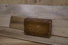 Bar van bruin houten de raadsclose-up van de huishoudenzeep stock afbeeldingen