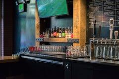 Bar van het Zeeks de Pizza geassorteerde bier royalty-vrije stock afbeelding