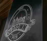 Bar velho da cidade em Kaunas imagens de stock