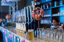 Bar z futbolowym obwieszeniem Obrazy Stock