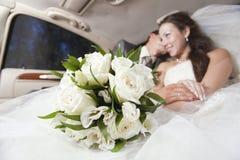 Bara gifta unga par Royaltyfri Bild