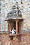 Bara Gumbad tempel det svarta gemensamma delhi india manfunktionsläget rider yellow för tuk för trans Arkivfoton
