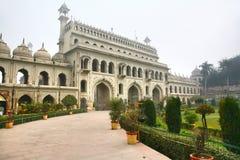 Bara Imambara är ett imambarakomplex i Lucknow, Indien Royaltyfria Foton
