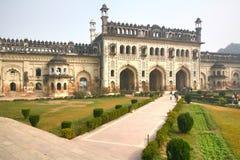 Bara Imambara är ett imambarakomplex i Lucknow, Indien fotografering för bildbyråer