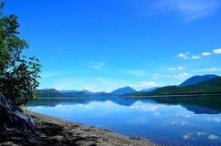 Bara på en avlägsen sjö Arkivfoto