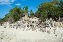 Baracca di casa indonesiana sulla spiaggia Fotografia Stock