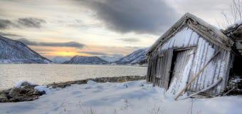 Baracca di Fishermans nei fiordi Immagine Stock