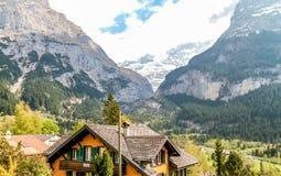 Baracca pacifica in alpi svizzere Fotografie Stock Libere da Diritti
