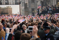 barack obama Πράγα χαιρετισμού πλήθ&omicro στοκ φωτογραφίες