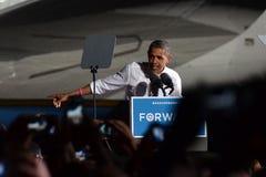 Barack Obama i Cleveland Ohio på en presskonferens Arkivbilder