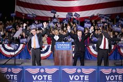Barack Obama på etapp på ändring som vi behöver Fotografering för Bildbyråer