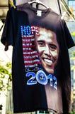Barack Obama para o t-shirt do presidente em uma loja de lembranças é para a venda durante o Estados Unidos 2012 imagem de stock
