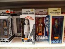 Barack Obama y su esposa Michelle Bobbleheads en la exhibición fotografía de archivo