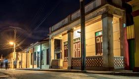 Baracoa gata på nattKuban Arkivbild