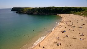 Barafundle fjärd, Sandy Beach i Pembrokeshire, södra Wales, UK Arkivbild
