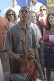 barak Obama参议员与他的女儿的 免版税库存照片
