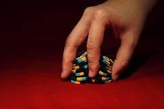 Baralhamento da microplaqueta do póquer Fotografia de Stock