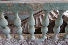 Barandillas y escaleras arruinadas Foto de archivo