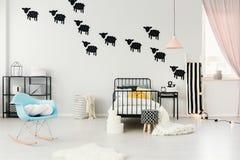 Barani majchery w wygodnej sypialni Zdjęcie Stock