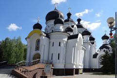 Baranovichi Białoruś, Maj, - 9, 2015: Kościół Święte peleng kobiety obrazy stock