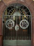 Baranow Sandomierski, dörrar och inre av den gamla kyrkan arkivbilder
